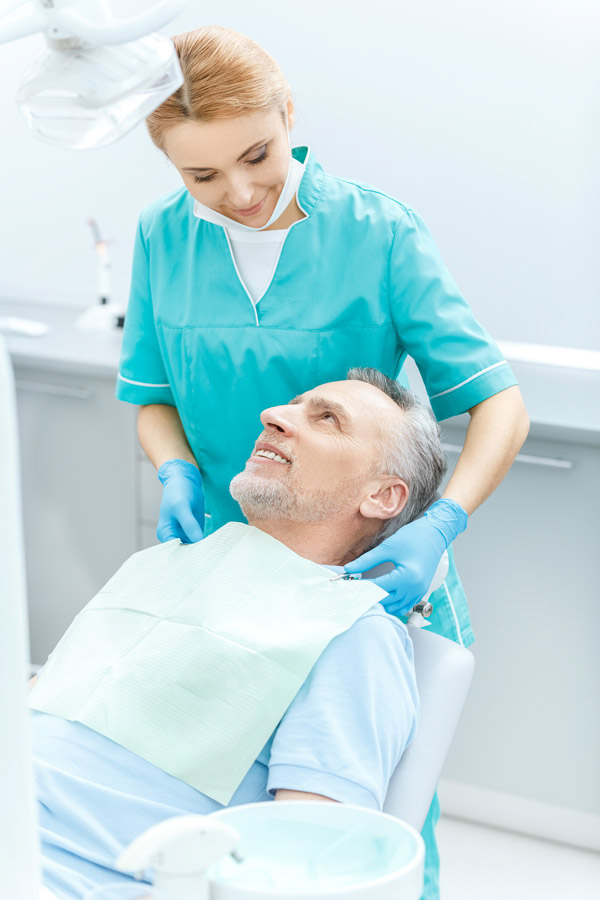 Cura e impianto protesi dentali Torino